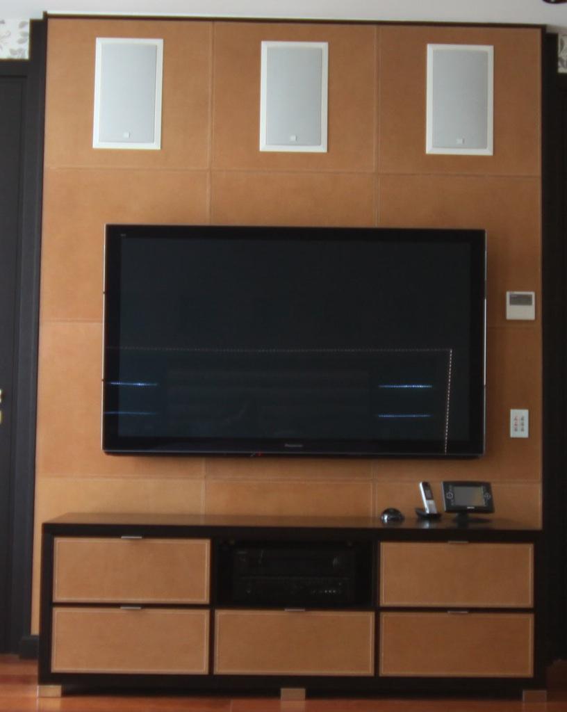 abitazione-privata-Mosca-rivestimento-parete-Tv
