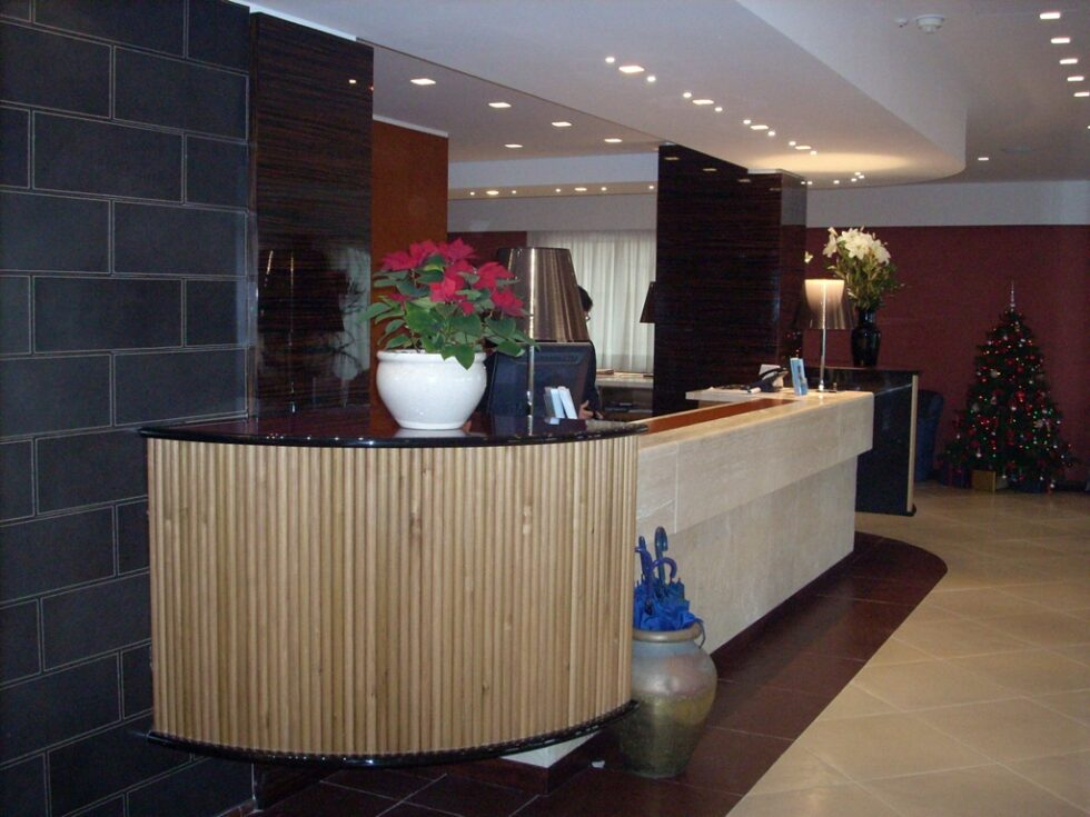 hotel-reception-rivestimento-parete