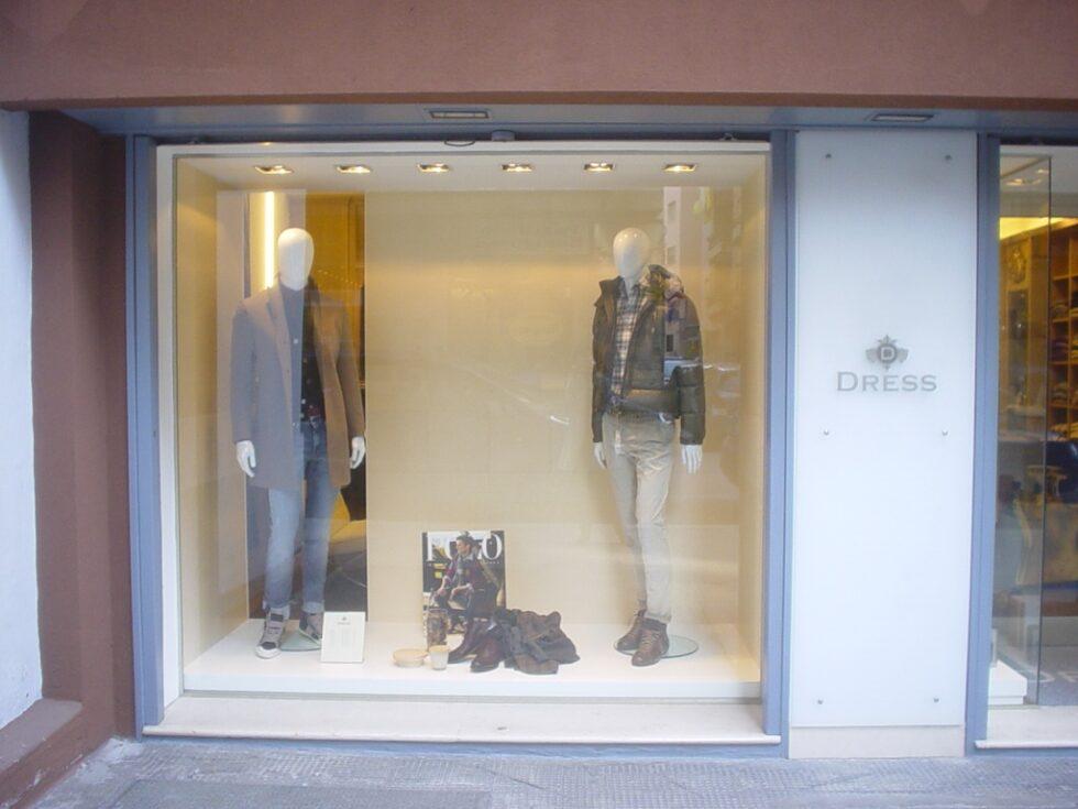negozio-particolare-rivestimento-vetrina-1