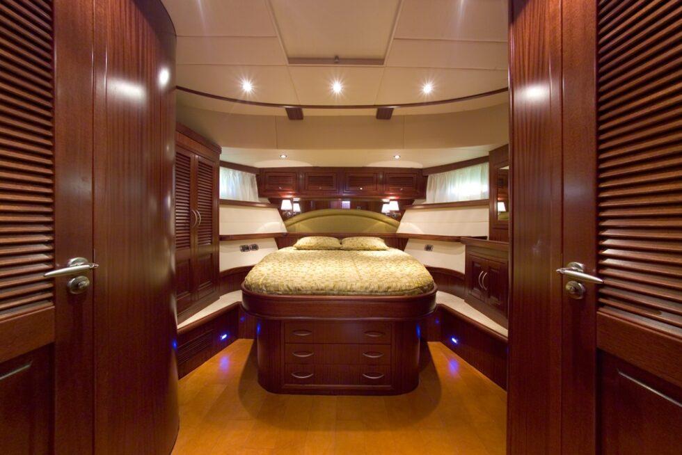 yacht-privato-pavimento
