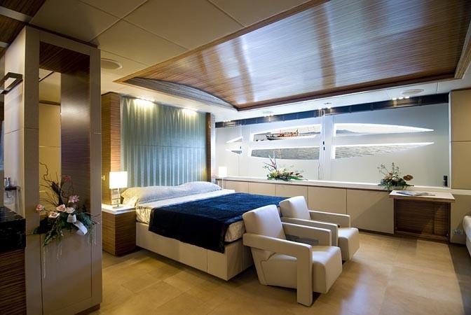 yacht-privato-pavimento-camera-ospiti