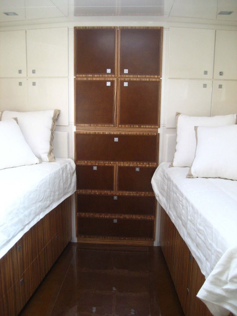 yacht-privato-rivestimento-cassetti