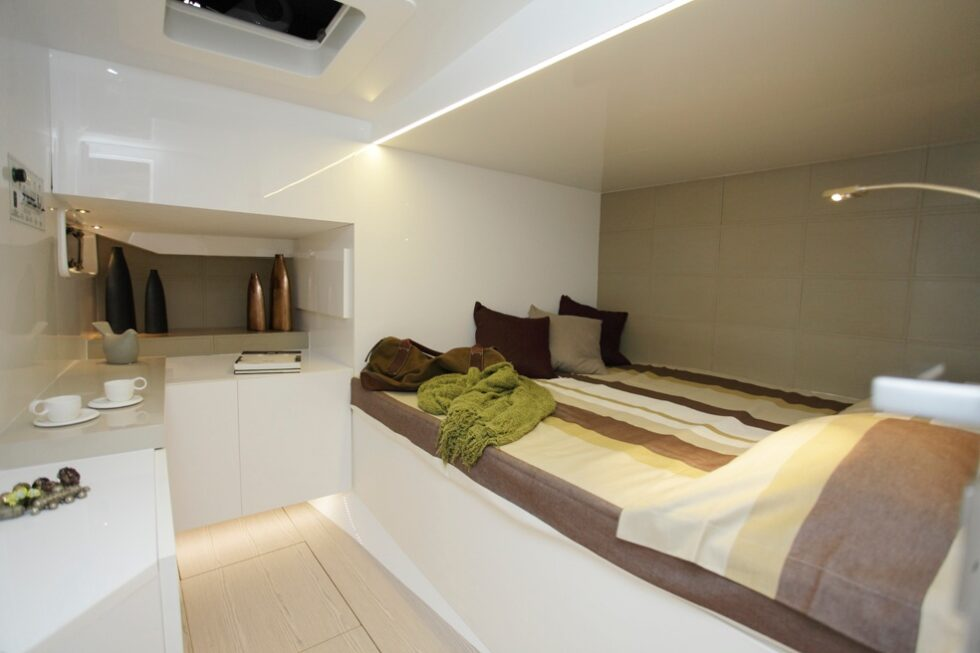 yacht-privato-rivestimento-parete-letto